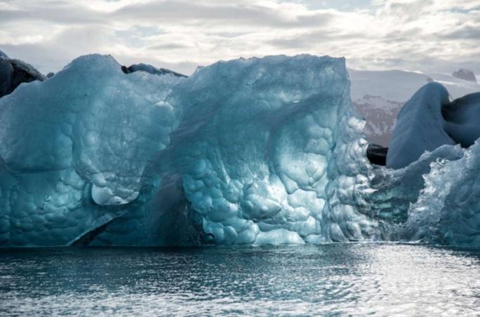 Hiểm họa virus lạ thoát khỏi sông băng cổ xưa - Ảnh 1.
