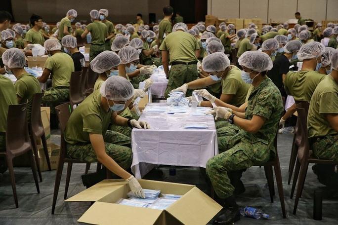 Singapore cung cấp miễn phí 5,2 triệu khẩu trang cho người dân  - Ảnh 1.
