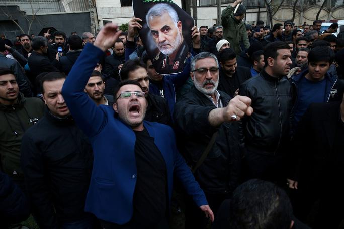 Thề trả thù kẻ có bàn tay nhuốm máu tướng Soleimani, Iran có thể làm gì? - Ảnh 1.