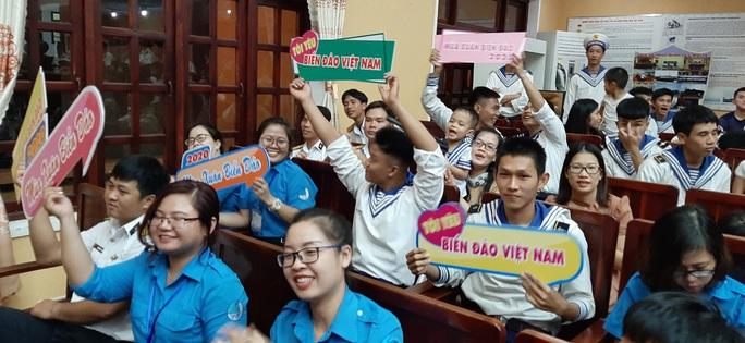 Mùa xuân biển đảo 2020 và Hoa hậu Trần Tiểu Vy đến với Lữ đoàn 681 Hải quân - Ảnh 8.