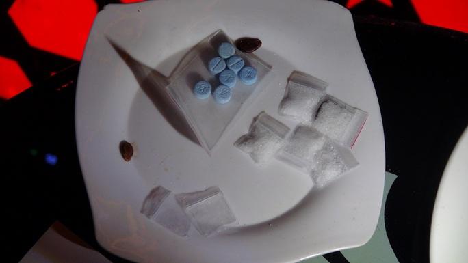 Hơn 50 nam nữ phê ma túy tại quán karaoke lúc rạng sáng - Ảnh 2.