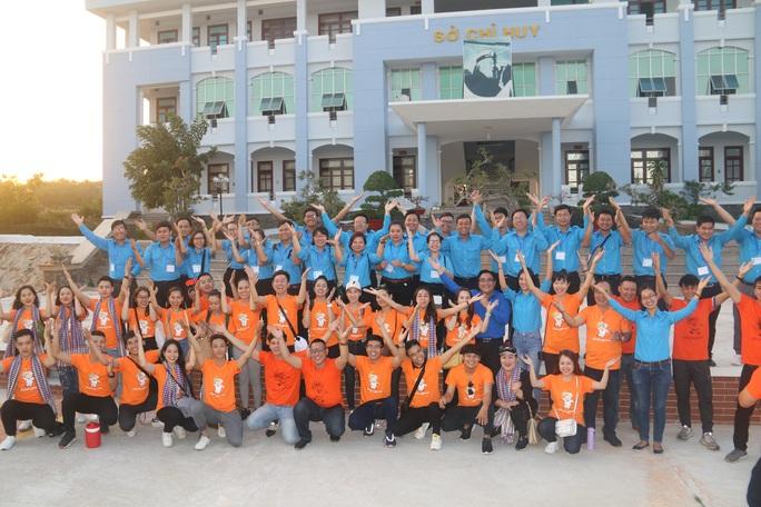 Mùa xuân biển đảo 2020 và Hoa hậu Trần Tiểu Vy đến với Lữ đoàn 681 Hải quân - Ảnh 1.