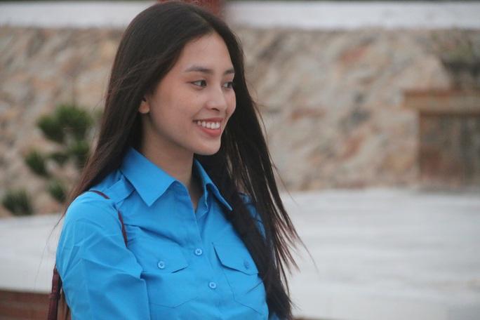 Mùa xuân biển đảo 2020 và Hoa hậu Trần Tiểu Vy đến với Lữ đoàn 681 Hải quân - Ảnh 3.