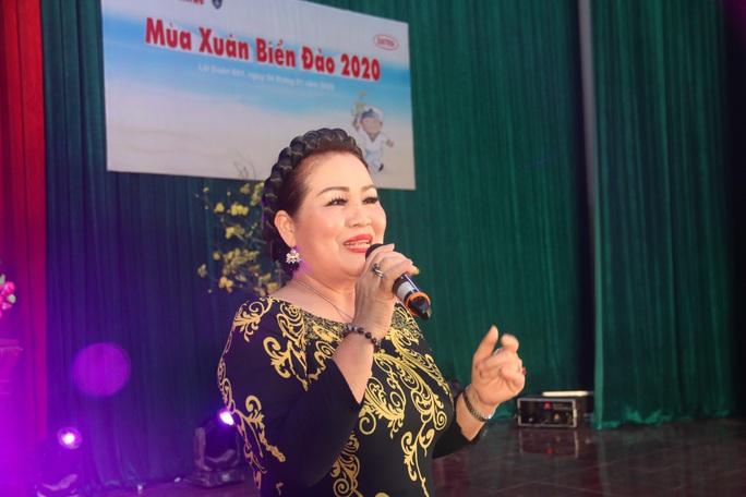 Mùa xuân biển đảo 2020 và Hoa hậu Trần Tiểu Vy đến với Lữ đoàn 681 Hải quân - Ảnh 7.
