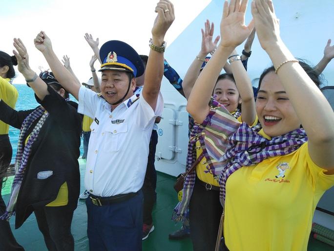 Các chiến sĩ giữ đảo Phú Quý vui hết mình trong Mùa xuân biển đảo - Ảnh 9.