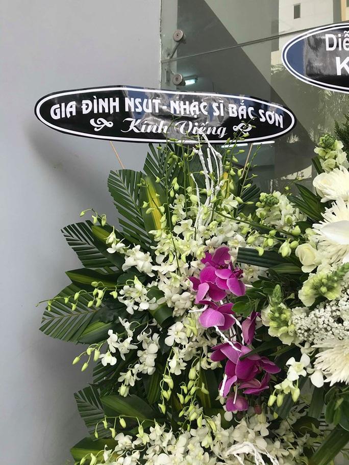 Nguyên thủ tướng Nguyễn Tấn Dũng viếng tang lễ NSƯT Nguyễn Chánh Tín - Ảnh 7.