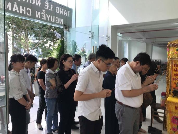 Nguyên thủ tướng Nguyễn Tấn Dũng viếng tang lễ NSƯT Nguyễn Chánh Tín - Ảnh 6.