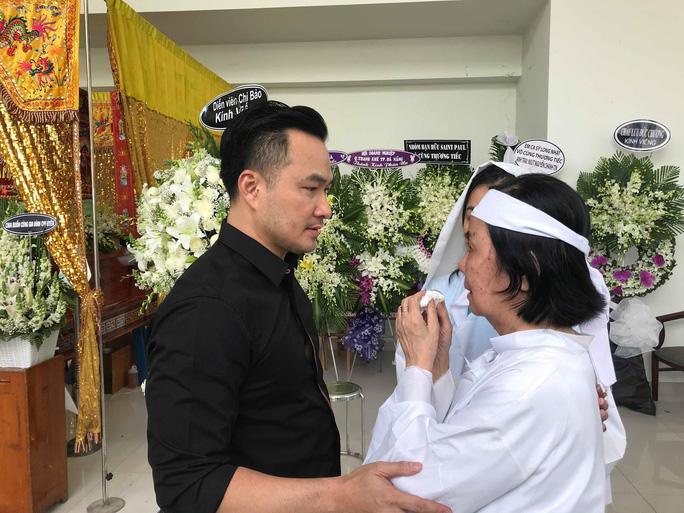 Nguyên thủ tướng Nguyễn Tấn Dũng viếng tang lễ NSƯT Nguyễn Chánh Tín - Ảnh 4.