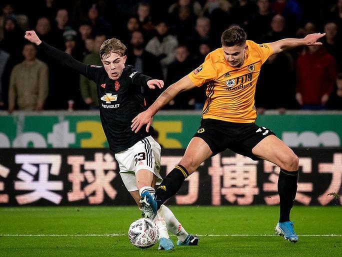Man United sợ thót tim Wolverhampton, Man City đại thắng FA Cup - Ảnh 2.