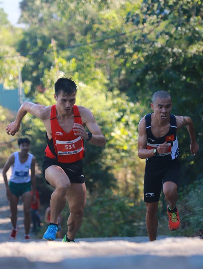 Chân chạy số 1 Việt Nam lên ngôi Nữ hoàng leo núi Bà Rá - Ảnh 3.