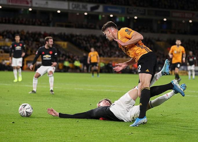 Man United sợ thót tim Wolverhampton, Man City đại thắng FA Cup - Ảnh 3.