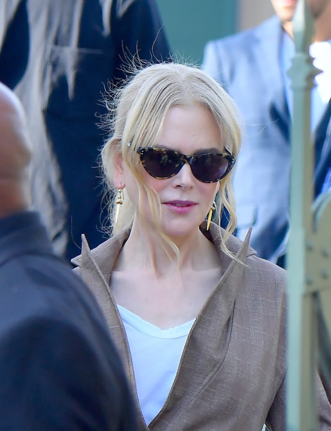 Thiên nga nước Úc Nicole Kidman khóc thương quê nhà gặp nạn - Ảnh 1.