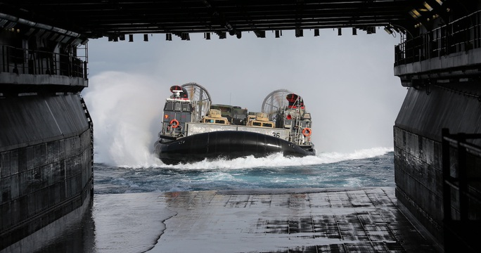 Hải quân Mỹ hủy tập trận chung ở Morocco, điều hơn 2.000 lính đến Trung Đông - Ảnh 2.