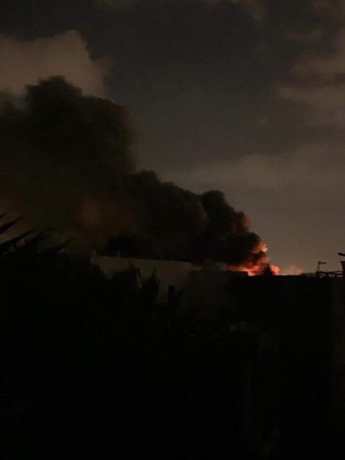 Thủ đô Tripoli của Libya nguy ngập, bị tấn công từ nhiều hướng - Ảnh 2.