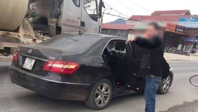 Trung úy công an điều khiển xe sang Mercedes tông cụ ông đi xe đạp tử vong - Ảnh 1.