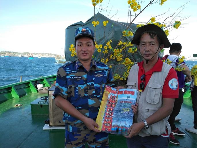 Các chiến sĩ giữ đảo Phú Quý vui hết mình trong Mùa xuân biển đảo - Ảnh 10.