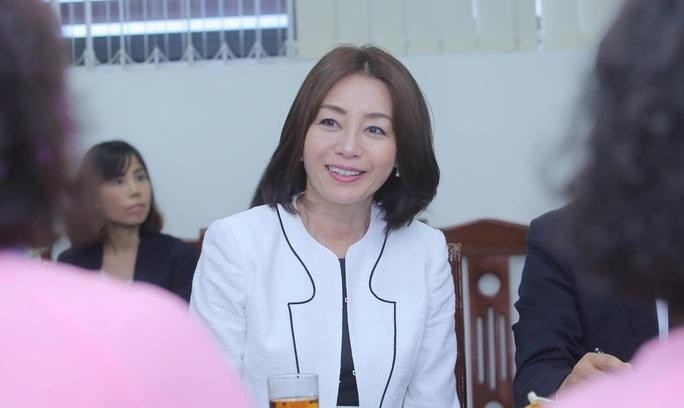 Phu nhân Ngoại trưởng Nhật Bản trò chuyện với học sinh trường Chu Văn An - Ảnh 4.