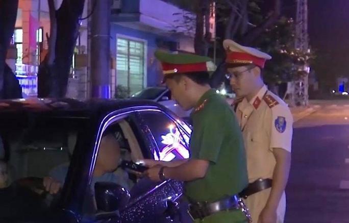 Bằng lái hết hạn còn vi phạm nồng độ cồn, nam tài xế bị phạt 40 triệu đồng - Ảnh 1.
