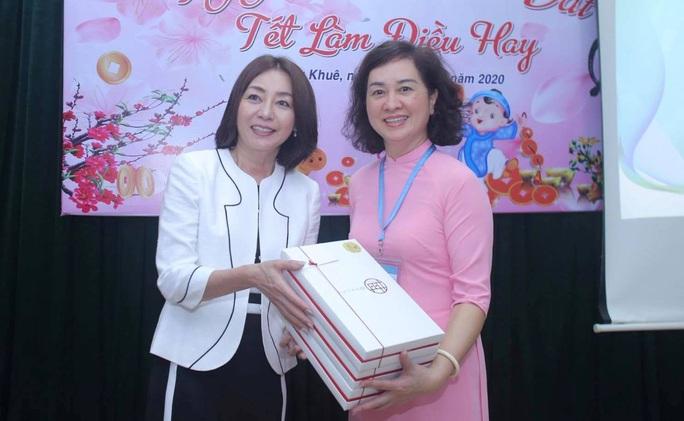 Phu nhân Ngoại trưởng Nhật Bản trò chuyện với học sinh trường Chu Văn An - Ảnh 5.