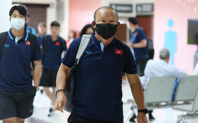HLV Park Hang-seo nhờ cảnh sát Thái Lan ngăn quay phim, chụp ảnh ở khách sạn - Ảnh 1.