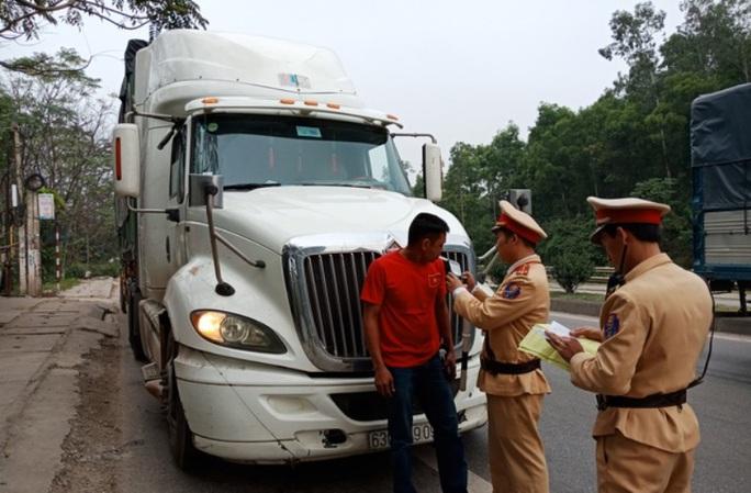 CSGT Thanh Hóa kiểm tra 300 xe ôtô, không có trường hợp nào uống rượu bia - Ảnh 1.