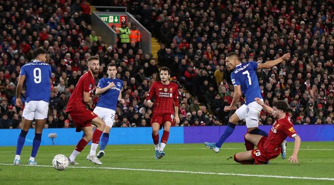 Người nhện rực sáng, Liverpool quật ngã Everton trận derby - Ảnh 4.
