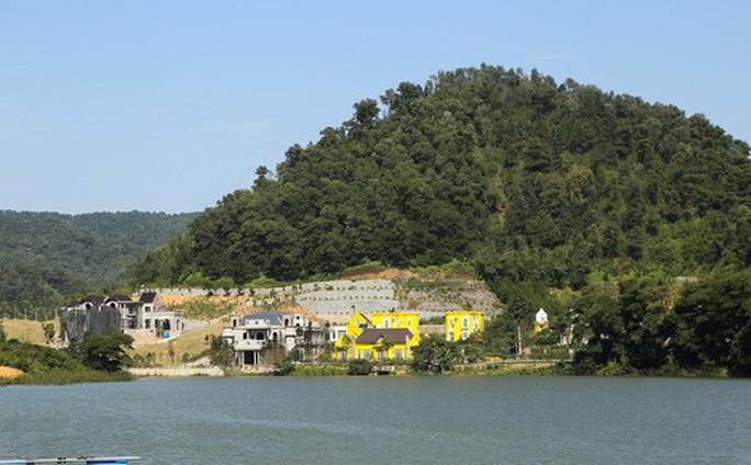 Vụ xẻ thịt đất rừng Sóc Sơn: Huyện nhận xử lý chậm, Hà Nội khen xử lý nghiêm túc cán bộ vi phạm - Ảnh 2.