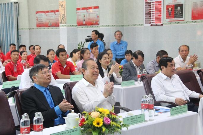 Phó Thủ tướng Thường trực Trương Hòa Bình tặng 400 suất quà Tết ở Quảng Nam - Ảnh 6.