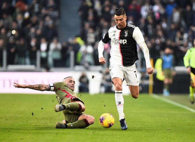 Ronaldo bắt kịp thành tích ghi bàn của Messi sau khi lập hat-trick vào lưới Cagliari - Ảnh 3.