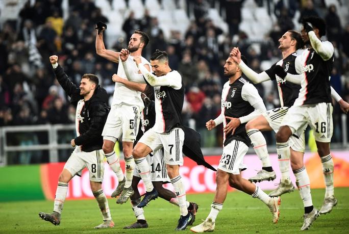 Ronaldo bắt kịp thành tích ghi bàn của Messi sau khi lập hat-trick vào lưới Cagliari - Ảnh 1.
