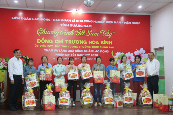 Phó Thủ tướng Thường trực Trương Hòa Bình tặng 400 suất quà Tết ở Quảng Nam - Ảnh 5.