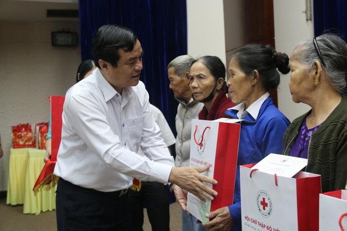 Phó Thủ tướng Thường trực Trương Hòa Bình tặng 400 suất quà Tết ở Quảng Nam - Ảnh 3.