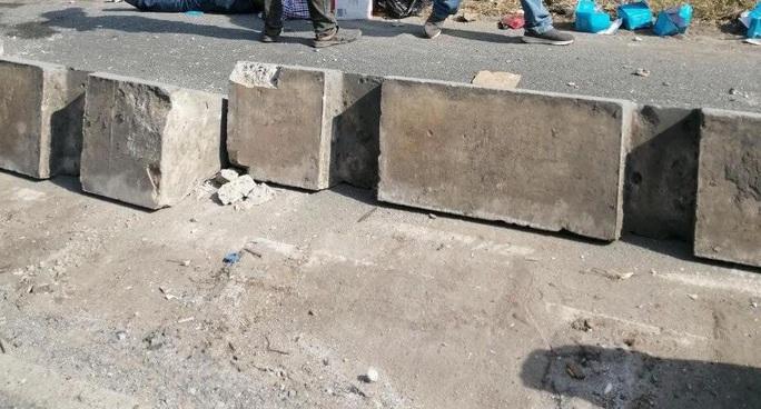 Bị dải phân cách văng trúng, thanh niên tử vong oan mạng ở chân cầu Phú Mỹ - Ảnh 2.