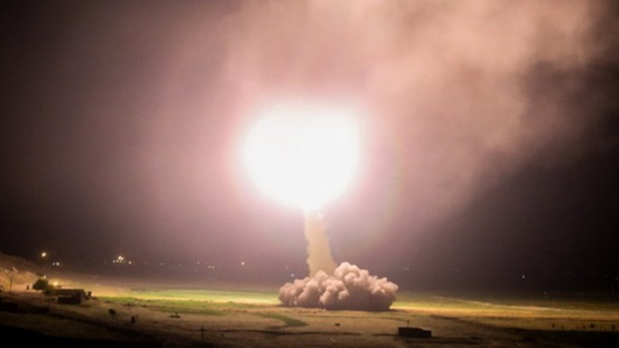 Iran phóng hàng chục tên lửa vào căn cứ Mỹ tại Iraq - Ảnh 1.