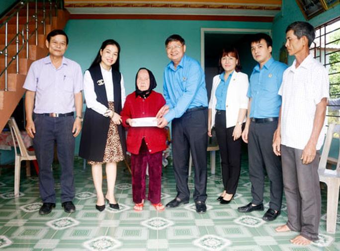 Thăm hỏi, tặng quà gia đình chính sách, Mẹ Việt Nam anh hùng - Ảnh 1.