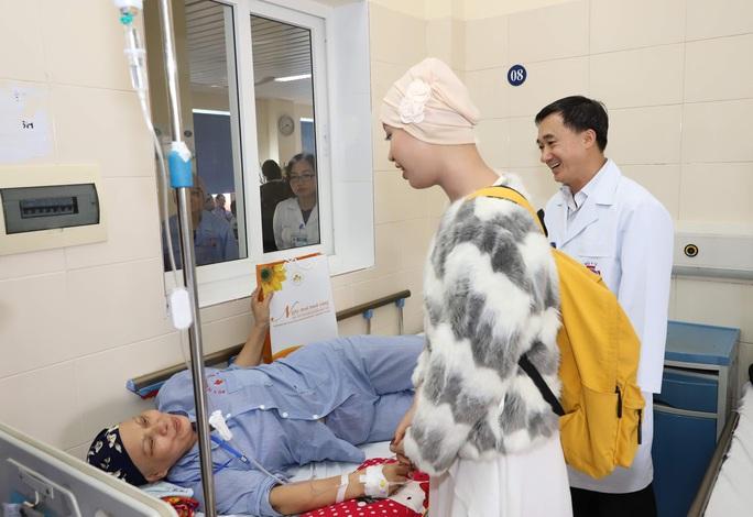 Từ bức thư của Thủ tướng, nữ sinh bị ung thư truyền cảm hứng về cuộc sống cho bệnh nhân - Ảnh 12.