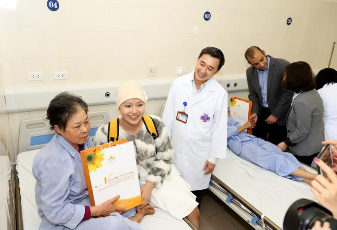 Từ bức thư của Thủ tướng, nữ sinh bị ung thư truyền cảm hứng về cuộc sống cho bệnh nhân - Ảnh 8.