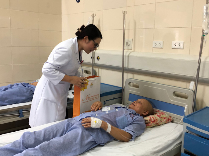 Từ bức thư của Thủ tướng, nữ sinh bị ung thư truyền cảm hứng về cuộc sống cho bệnh nhân - Ảnh 7.