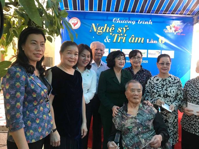 NSND Kim Cương dù bệnh vẫn trao quà Tết Nghệ sĩ tri âm - Ảnh 2.