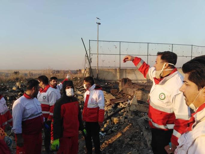 Rơi máy bay Boeing chở hơn 170 người ở Iran, không ai sống sót - Ảnh 5.