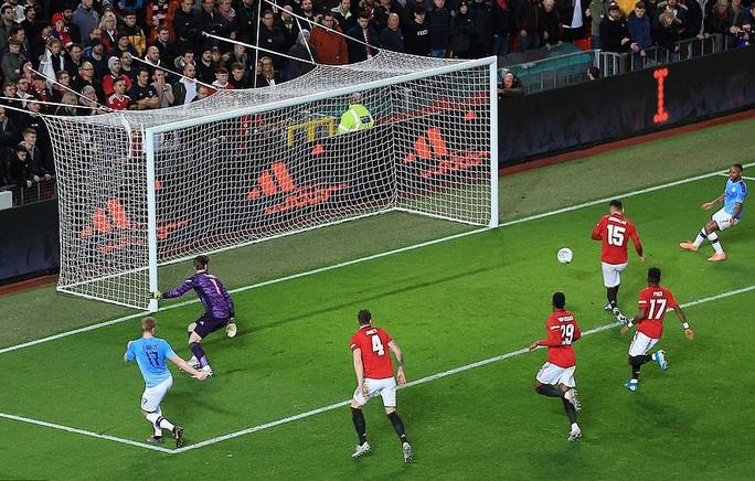 Đè bẹp Man United, Man City đặt chân vào chung kết League Cup - Ảnh 7.