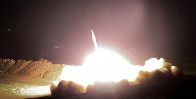 Iran phóng hàng chục tên lửa vào căn cứ Mỹ tại Iraq - Ảnh 2.