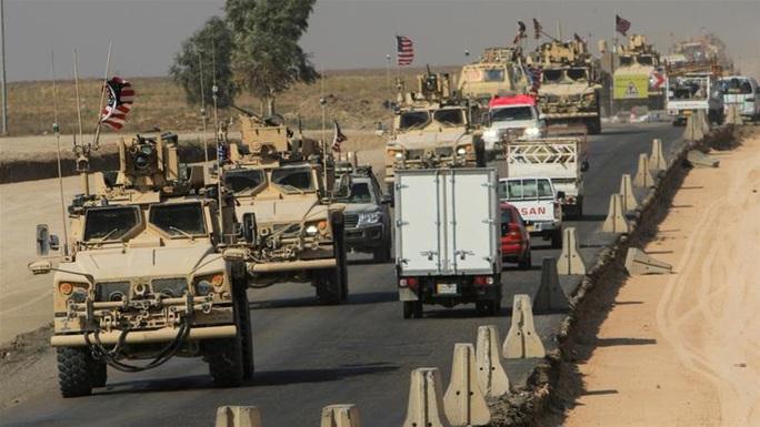 Sau mưa tên lửa Iran, quân Mỹ tại Syria dồn về biên giới Iraq - Ảnh 1.