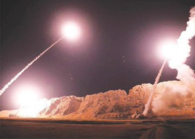 Loạt hình ảnh Iran nã tên lửa trả thù Mỹ lan truyền trên mạng - Ảnh 5.