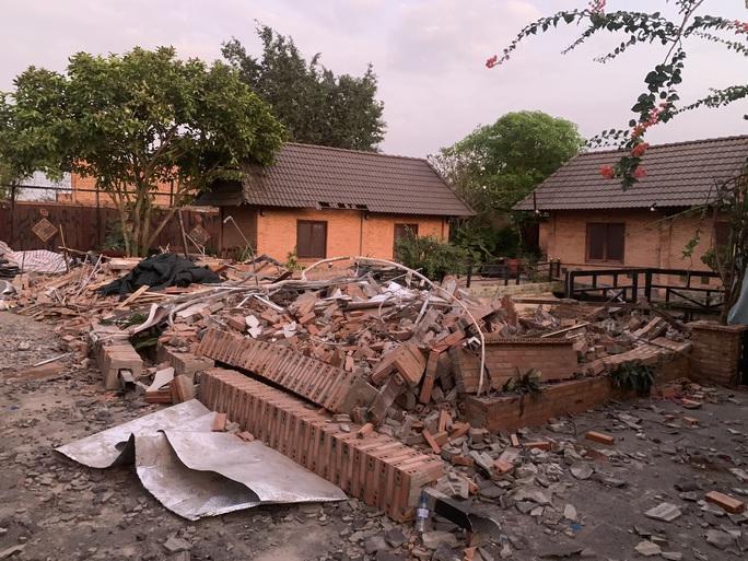 Đã và đang tháo dỡ công trình sai phạm ở Gia Trang quán-Tràm Chim resort - Ảnh 1.