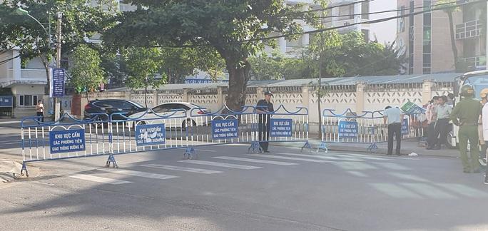 An ninh thắt chặt tại phiên tòa xét xử vợ chồng luật sư Trần Vũ Hải - Ảnh 3.