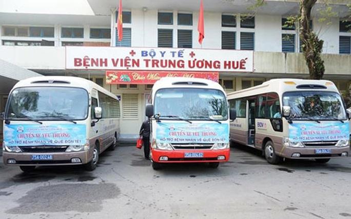 Thừa Thiên - Huế: Chuyến xe yêu thương chở bệnh nhân về quê đón Tết - Ảnh 1.