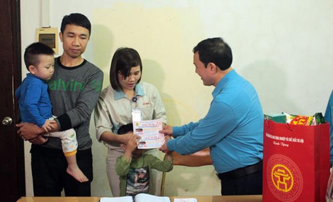 Hà Nội: Công nhân về quê bằng vé xe miễn phí - Ảnh 1.