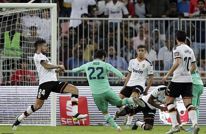 Real Madrid đánh úp Valencia, giành vé vào chung kết Siêu cúp - Ảnh 7.
