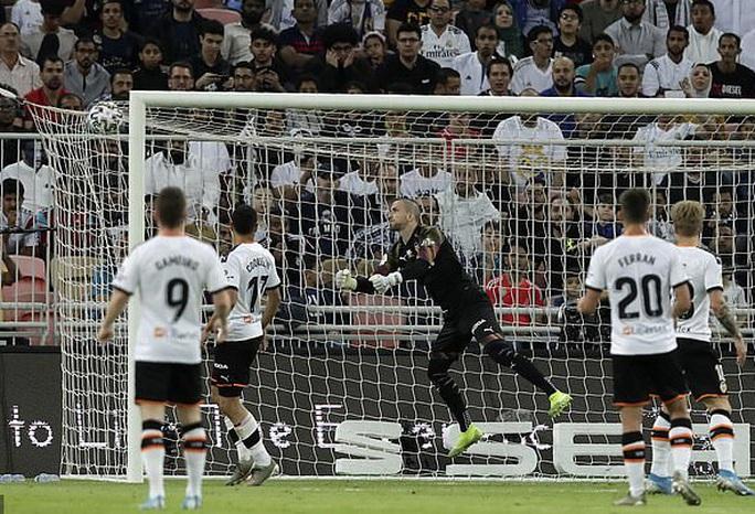 Real Madrid đánh úp Valencia, giành vé vào chung kết Siêu cúp - Ảnh 5.